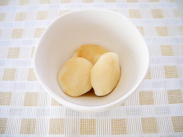 豆腐団子の麦黄醤油餡かけ