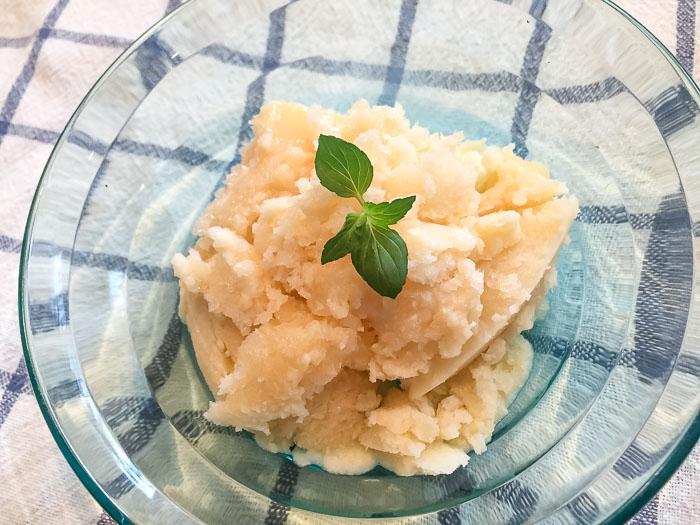 ミントシロップを使って作ったミントアイス
