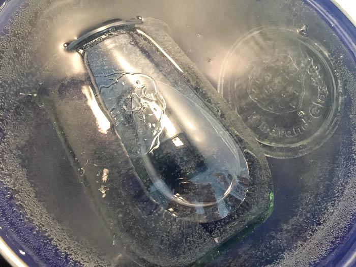 密閉容器を煮沸消毒します